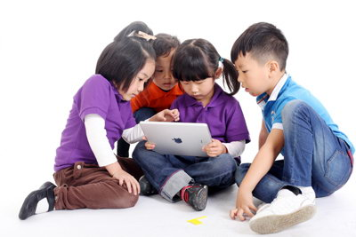 形象生动引起幼儿的学习兴趣;手工制作